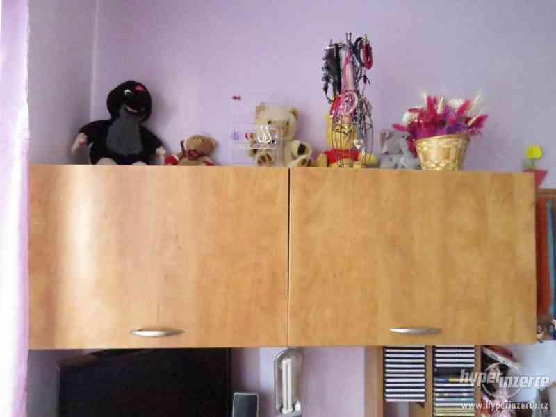 Psací stůl rohový a skříň - foto 2