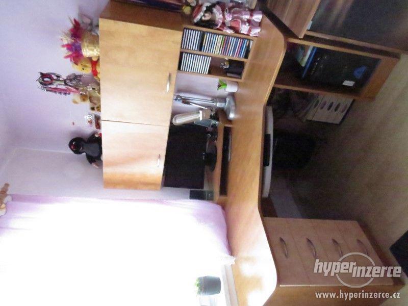 Psací stůl rohový a skříň - foto 5