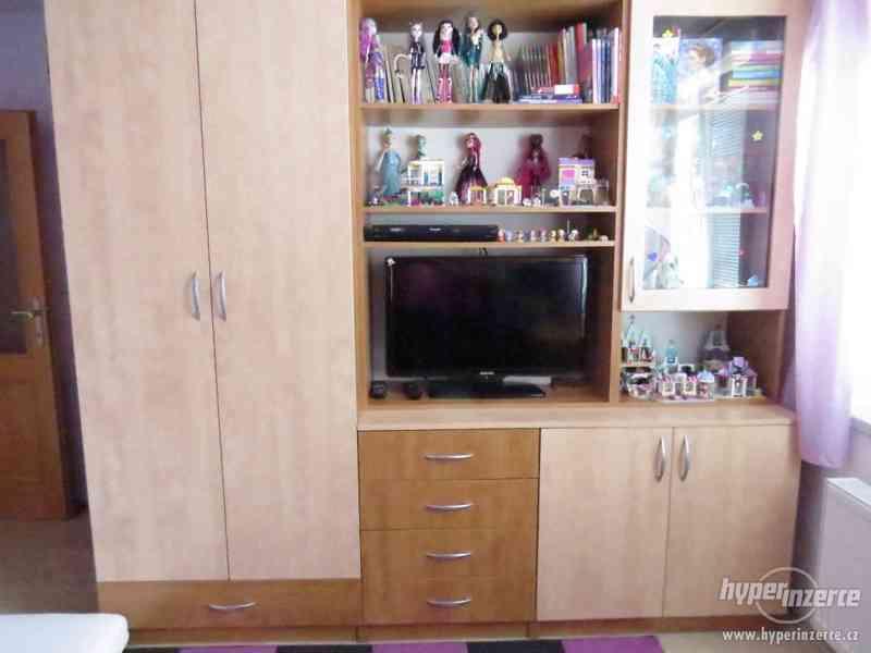 Psací stůl rohový a skříň - foto 13
