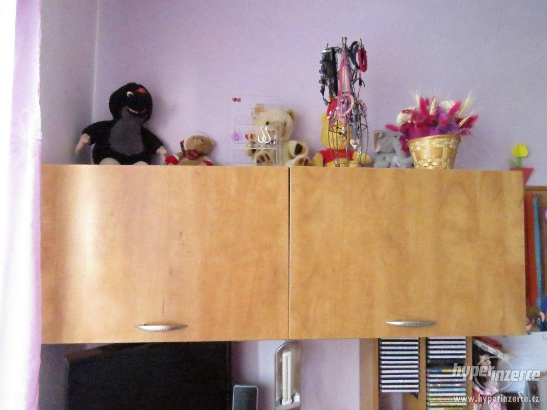 Psací stůl rohový a skříň - foto 1