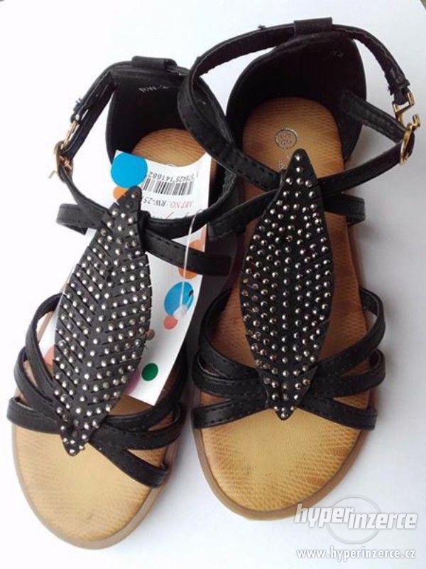 Dívčí sandálky černé