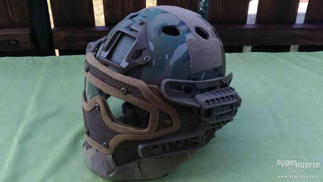 helma včetně masky
