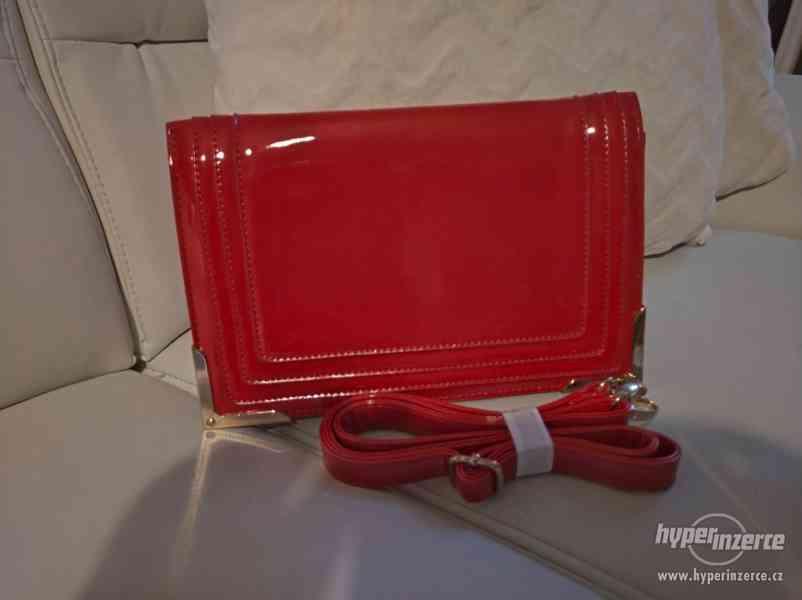 Červená stylová kabelka