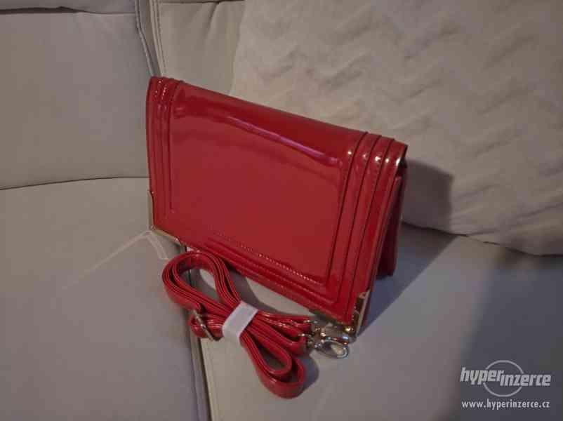 Červená stylová kabelka - foto 2