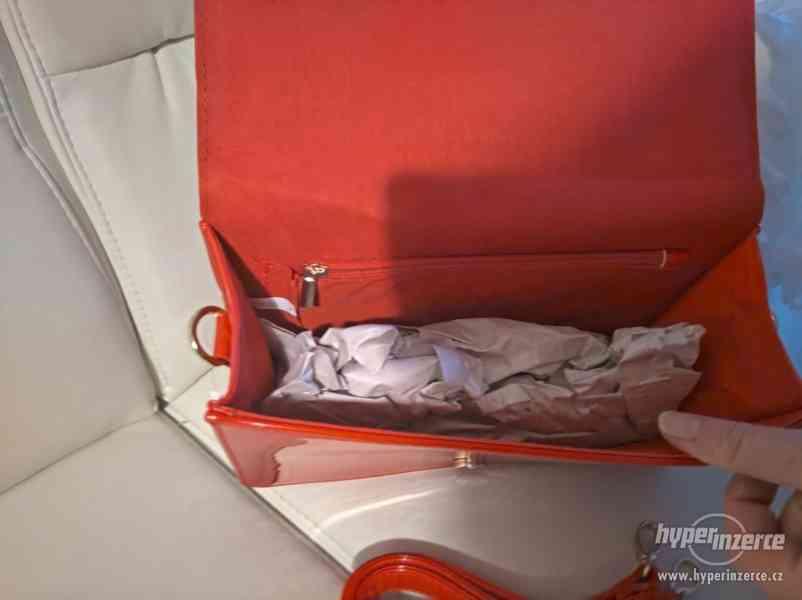 Červená stylová kabelka - foto 3