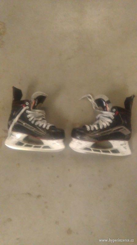 hokejové brusle - foto 1
