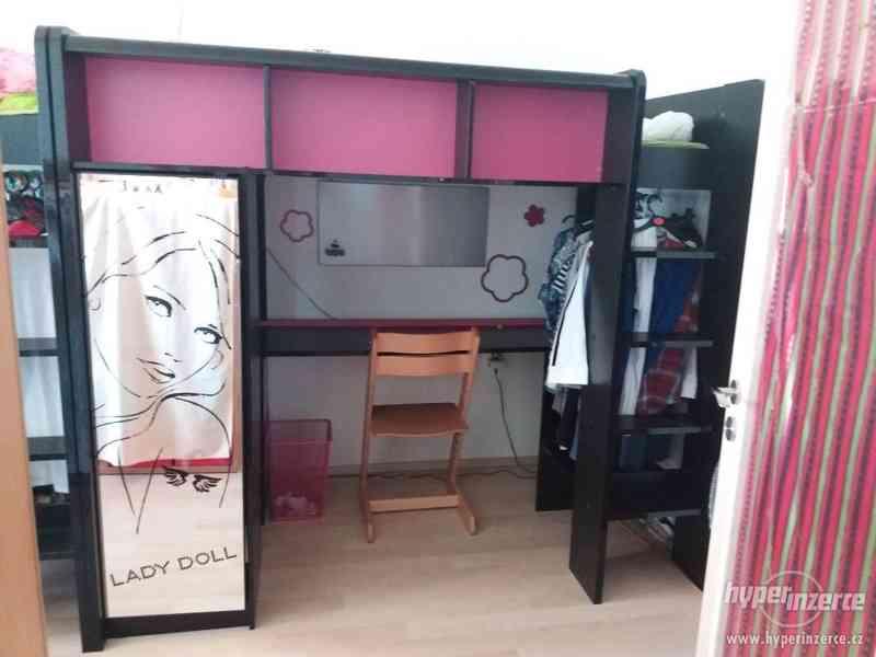 Patrová postel se stolem a skříňkou - foto 1