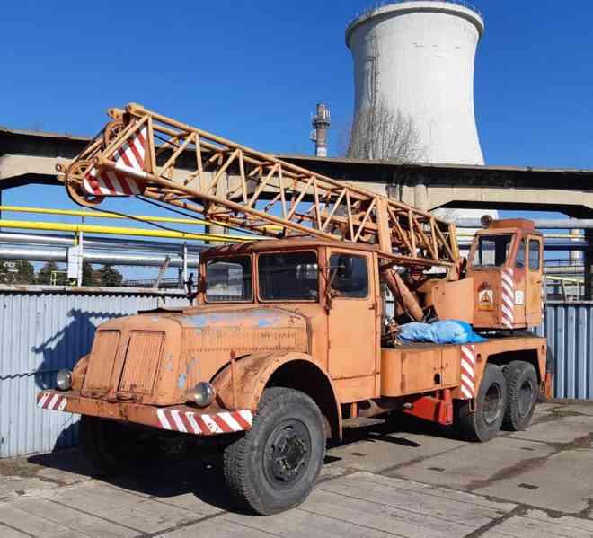 veteran do muzea  - TATRA 111 autojeřáb HOJ 4 - veteran