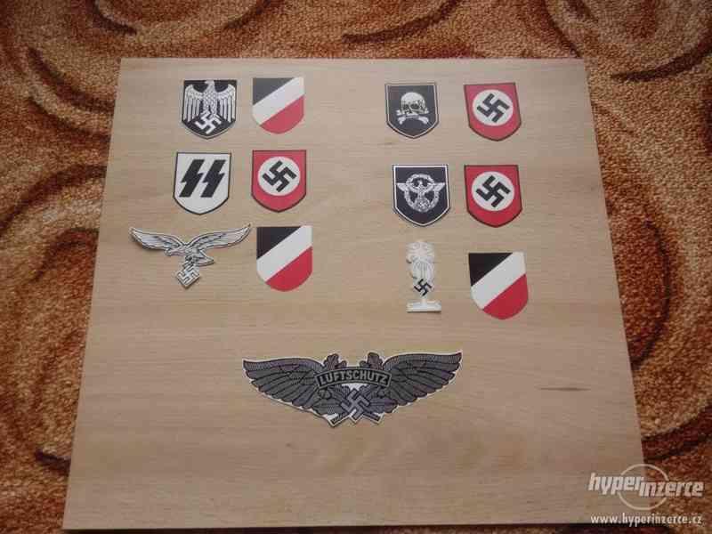 Vodoznaky, obtisky na německé válečné helmy - foto 1