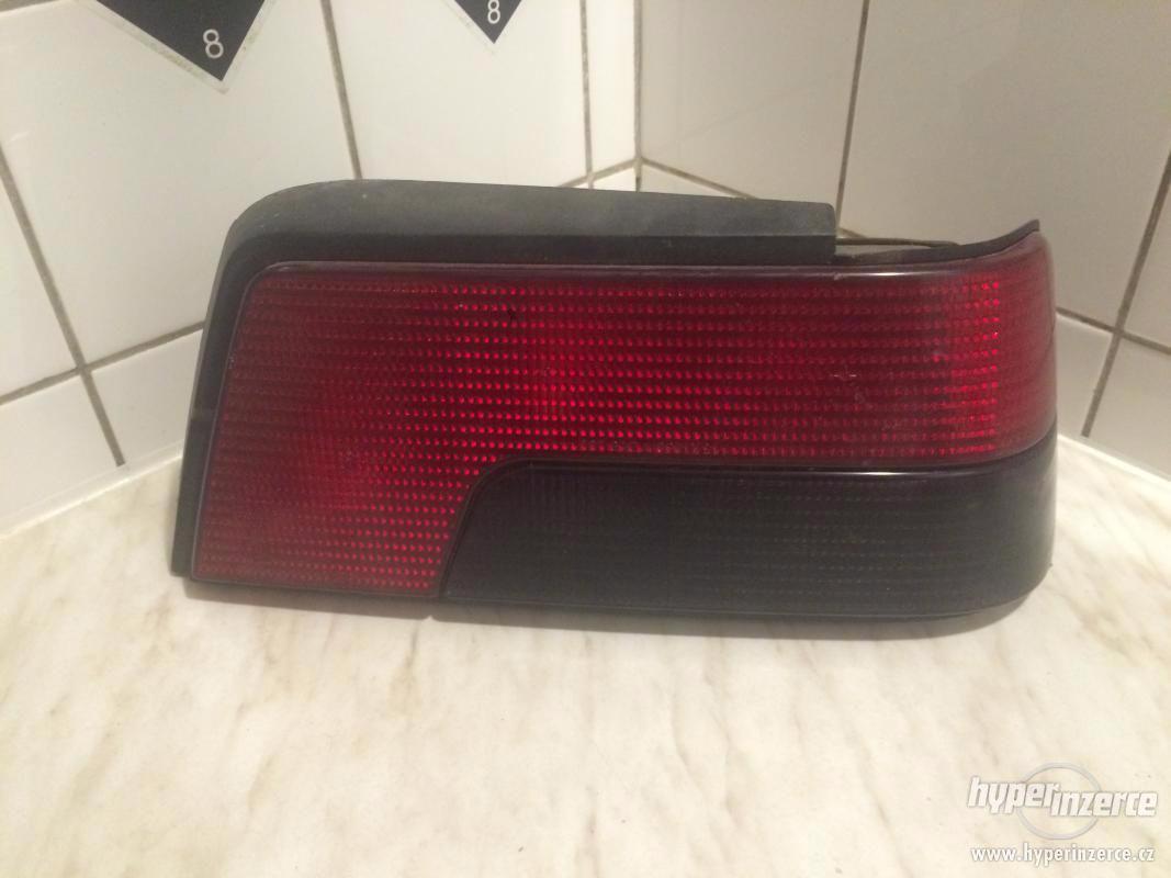 zadní světlo Peugeot 405 - pravé - foto 1