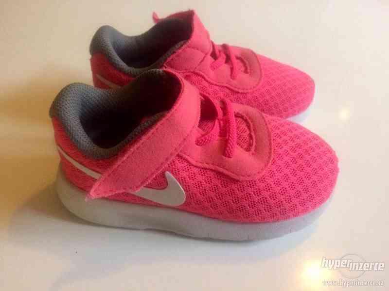 Tenisky Nike vel. 22 - foto 1