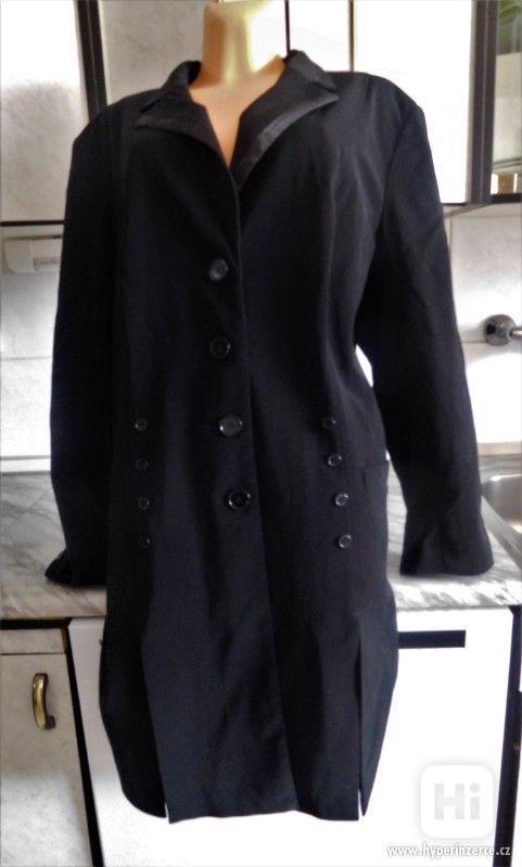 kvalitní dámský černý kabát z dovozu