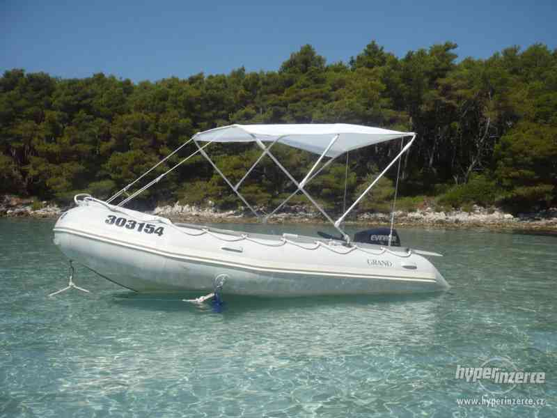 motorovy člun