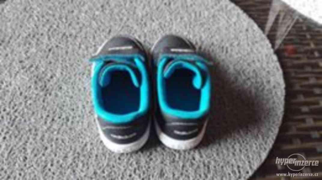 Chlapecké boty Addidas velikost 20 - foto 2