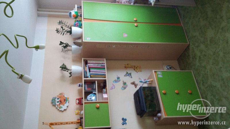 zelený nábytek do dětského pokoje - foto 1