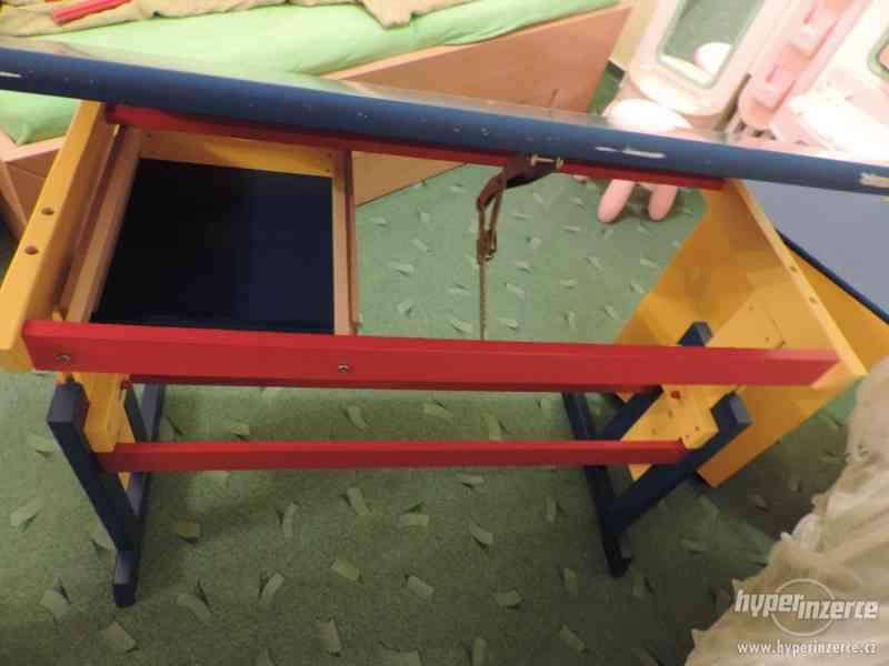 Rostoucí náklopný dřevěný stůl - foto 3