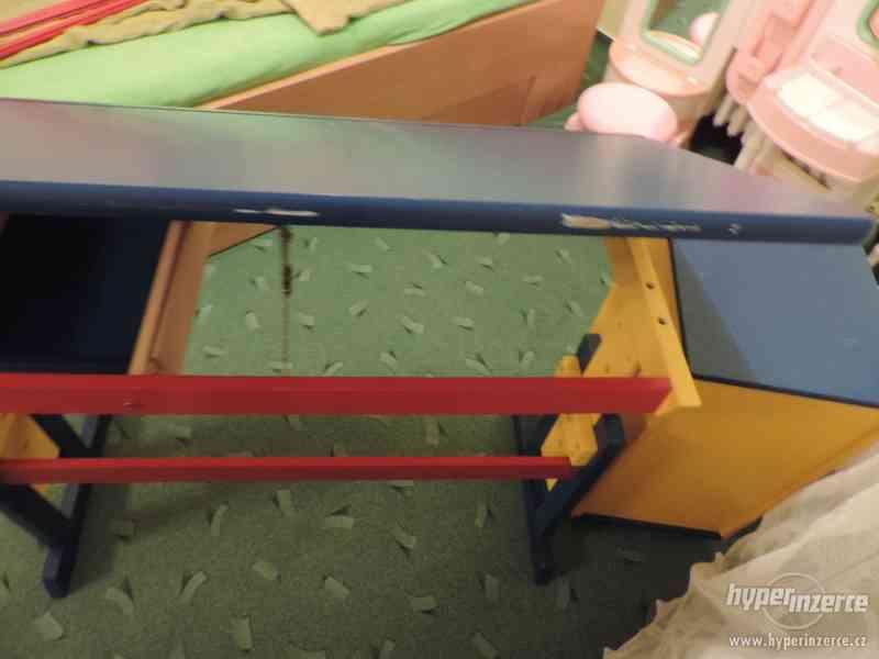 Rostoucí náklopný dřevěný stůl - foto 4
