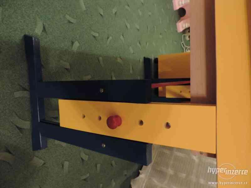 Rostoucí náklopný dřevěný stůl - foto 5