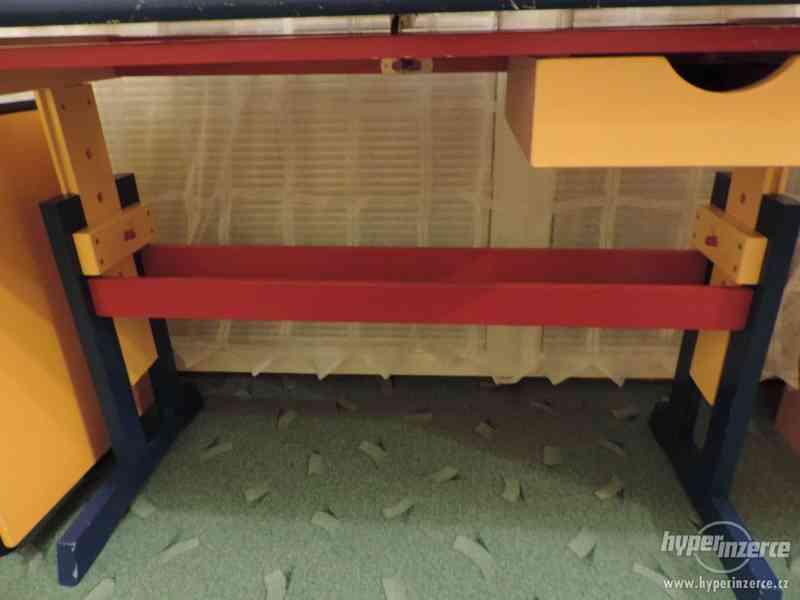 Rostoucí náklopný dřevěný stůl - foto 6