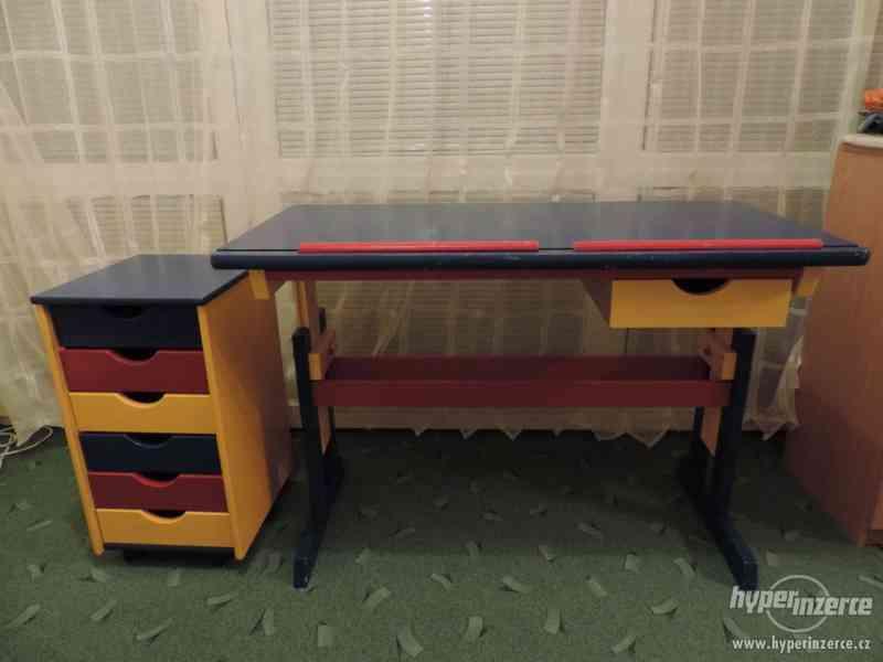 Rostoucí náklopný dřevěný stůl - foto 10