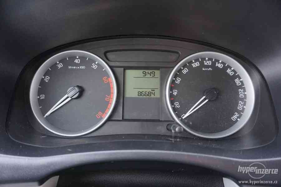 Škoda fabia II 1,2 HTP benzín - foto 9