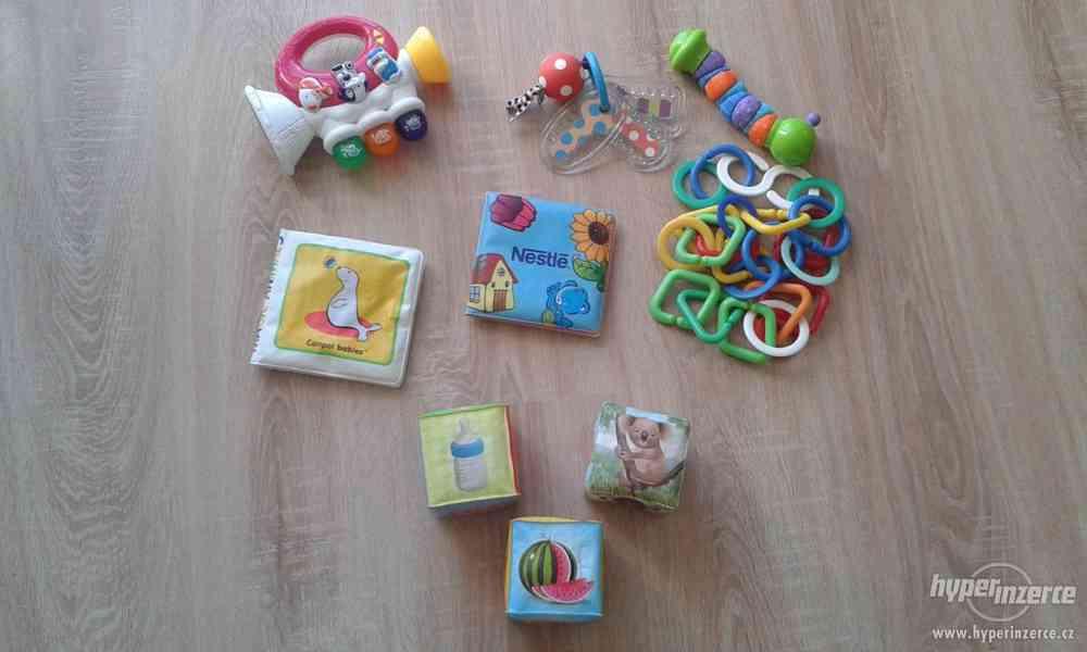 Mix hraček pro miminka