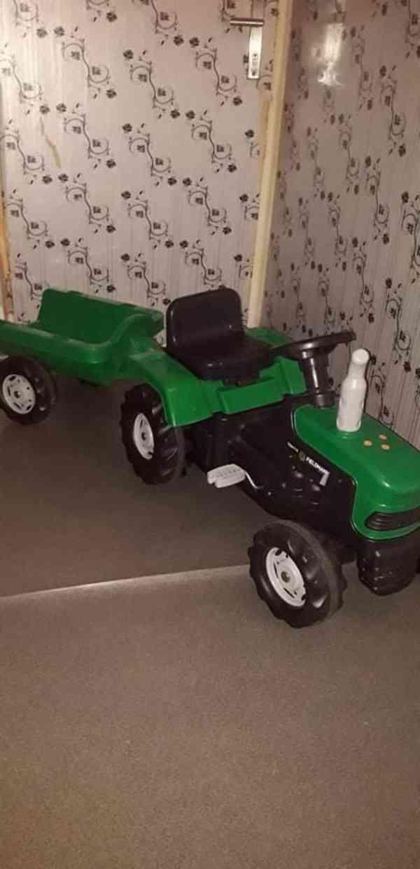 Traktor s privesem