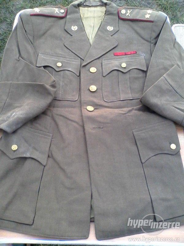 Vojenské uniformy a výstroj