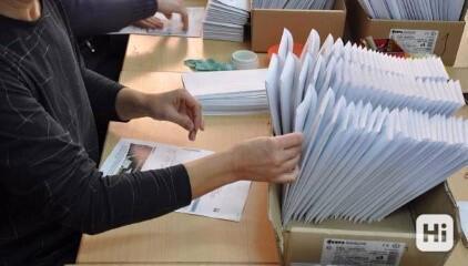 Práce na doma - příprava propagačních sad - vkládání letáků a propisovaček do obálek