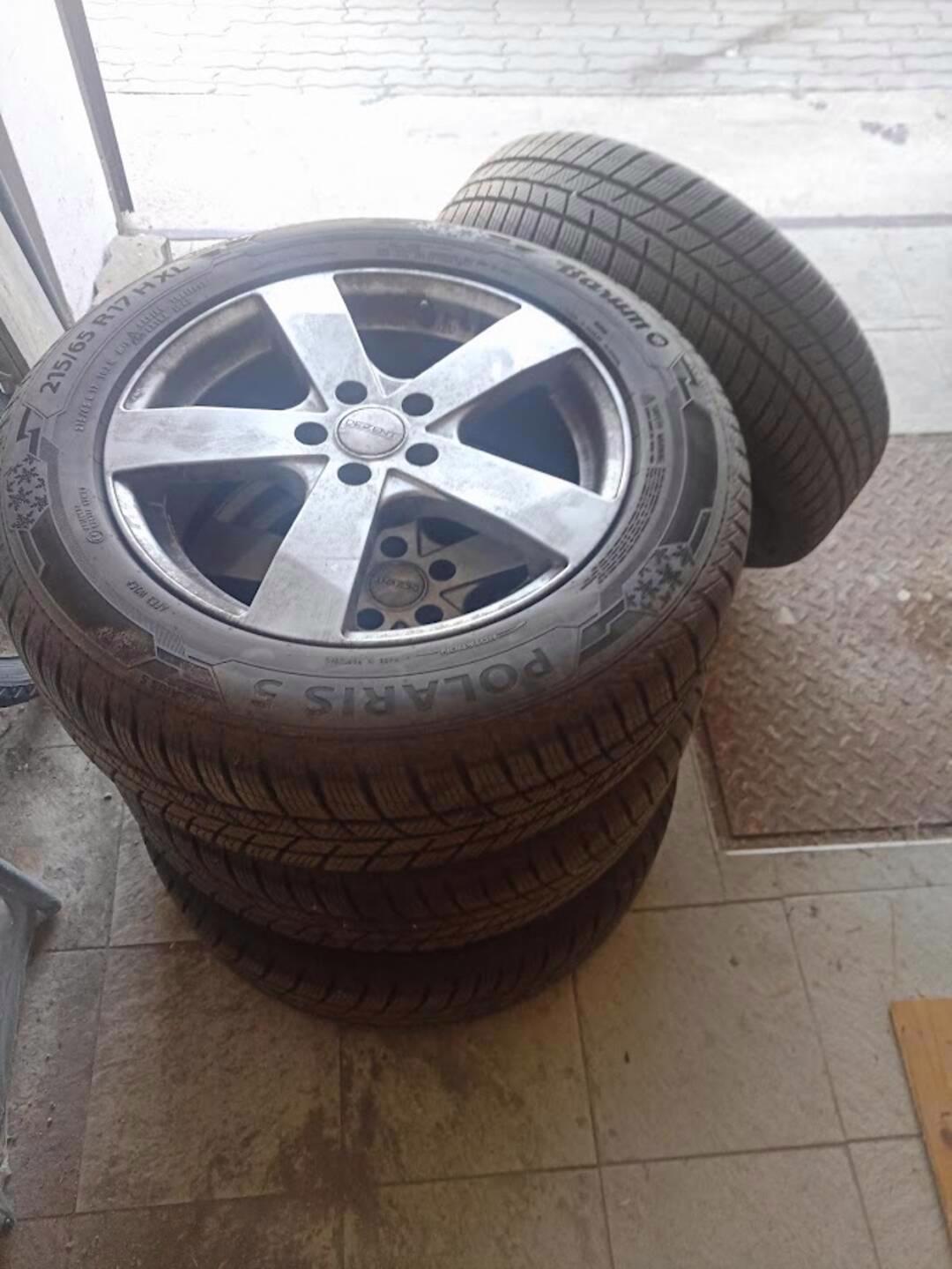 Prodej  pneu 215/65R17 - foto 1