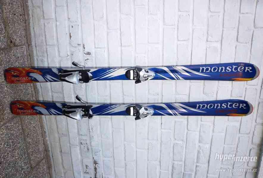 Juniorské carvingové dětské lyže lyže 137 cm Head.