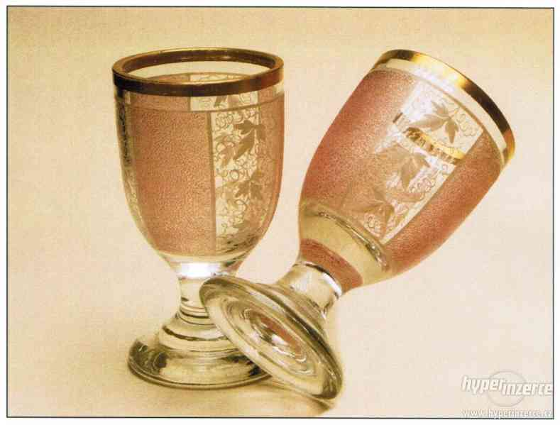 Skleněné poháry, malované misky a talířky ...