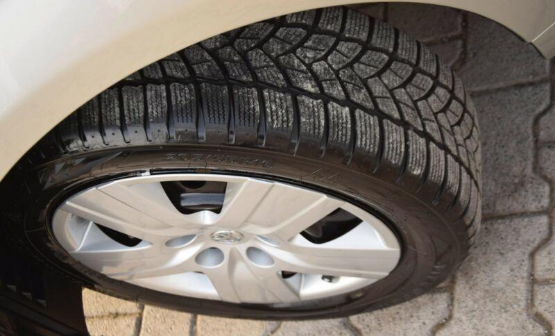 Toyota Corolla Verso 1.8i benzín 95kw - foto 11