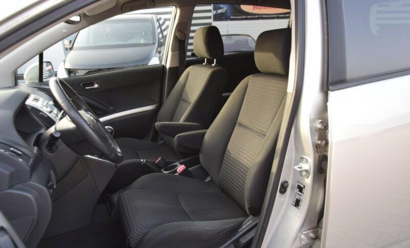 Toyota Corolla Verso 1.8i benzín 95kw - foto 8