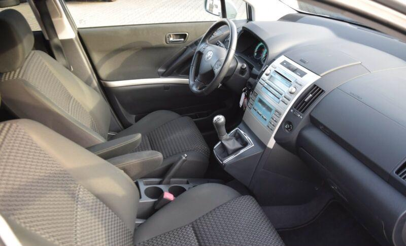 Toyota Corolla Verso 1.8i benzín 95kw - foto 15