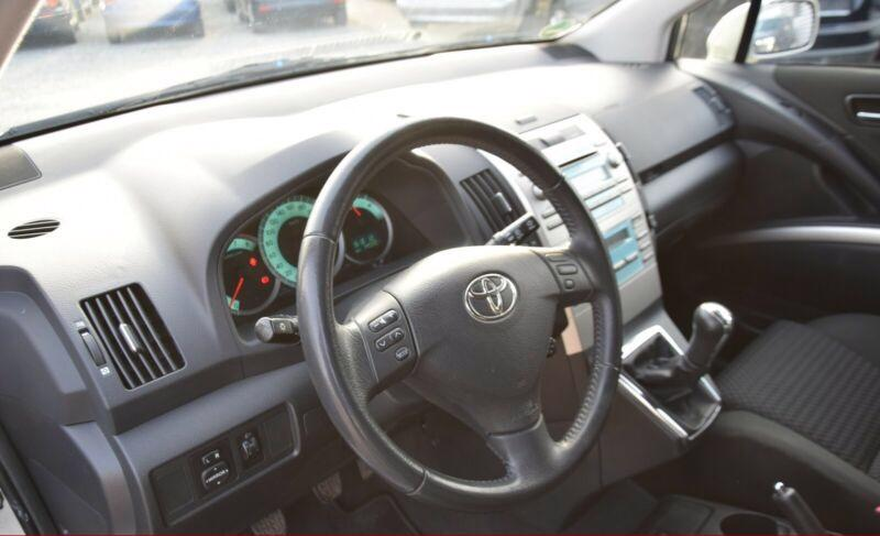 Toyota Corolla Verso 1.8i benzín 95kw - foto 9