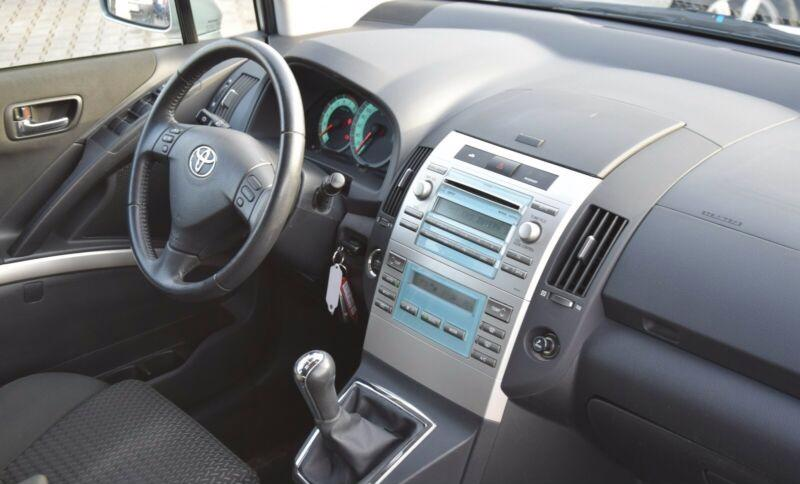 Toyota Corolla Verso 1.8i benzín 95kw - foto 12