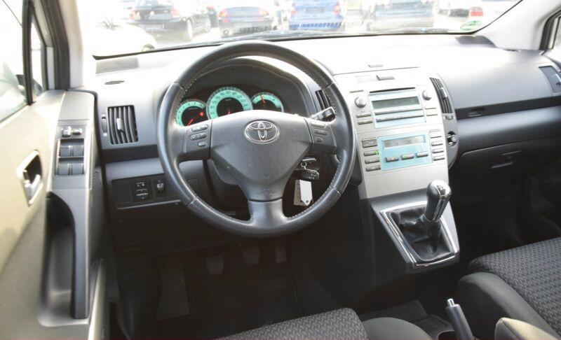 Toyota Corolla Verso 1.8i benzín 95kw - foto 3