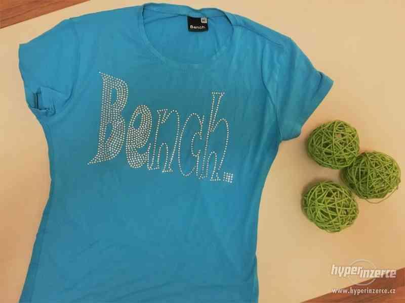 Krásně modré triko s nápisem Bench, vel S/M, Bench - foto 1