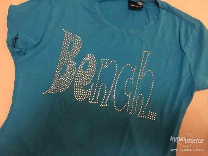 Krásně modré triko s nápisem Bench, vel S/M, Bench - foto 2