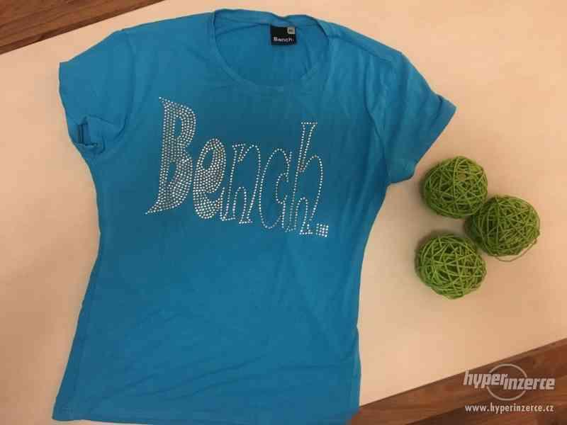 Krásně modré triko s nápisem Bench, vel S/M, Bench - foto 4