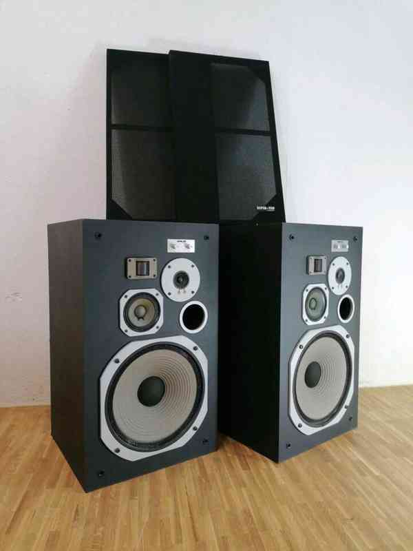 boxy Pioneer HPM 110