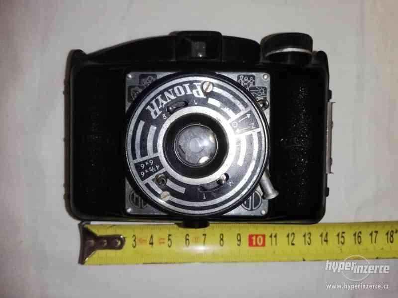 Bakelitový fotoaparát - zn. PIONÝR DUFA FIT II