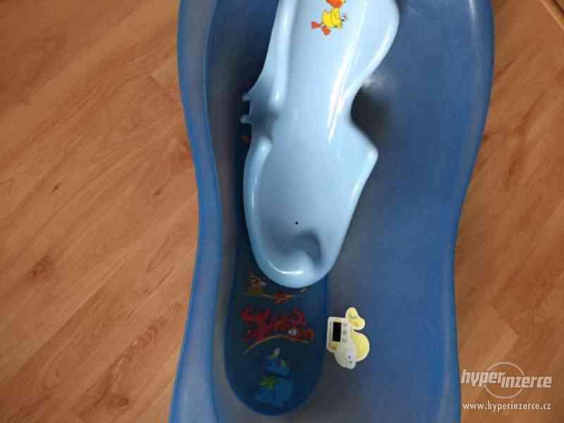 Dětská anatomická vanička s lehátkem
