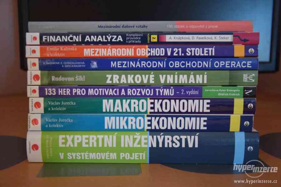 Sada odborných knih (ekonomie, psychologie)