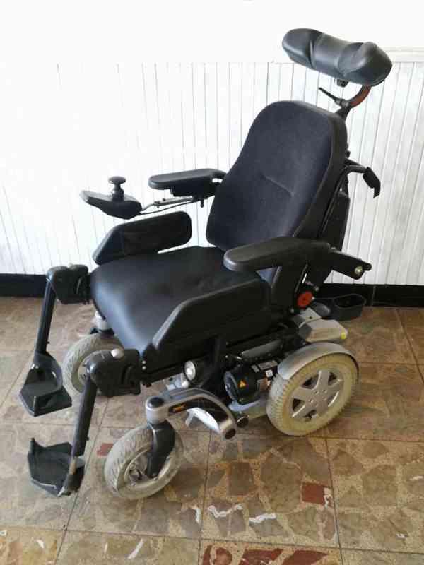 Polohovací elektrický invalidní vozík Invacare Storm 4