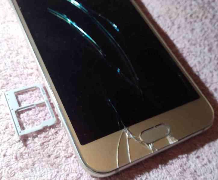 Samsung A8 +Huawei Y5 II +Apple iPhone SE -k opravám!!! - foto 8