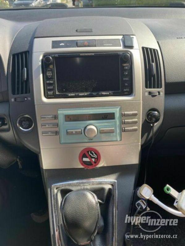 Toyota Corolla Verso 1,8i benzín 95kw - foto 4