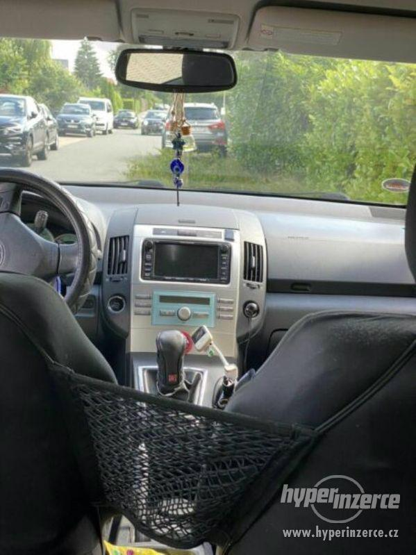 Toyota Corolla Verso 1,8i benzín 95kw - foto 6