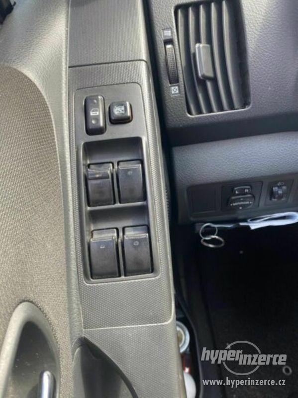 Toyota Corolla Verso 1,8i benzín 95kw - foto 8